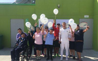 Horacio de la Peña realiza clínica de tenis para adultos mayores e integrantes del Programa de Integración de Mejillones