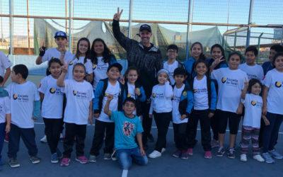 Horacio de la Peña realizó clínicas de tenis y entregó nuevos uniformes de la Escuela de Tenis de Puerto Mejillones