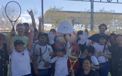 Horacio de la Peña lideró nuevas clínicas de tenis en Mejillones