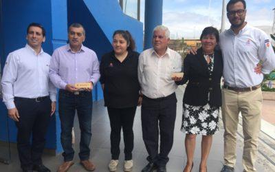 Puerto Mejillones y Desafío Levantemos Chile entregaron anteojos ópticos a los vecinos de Mejillones