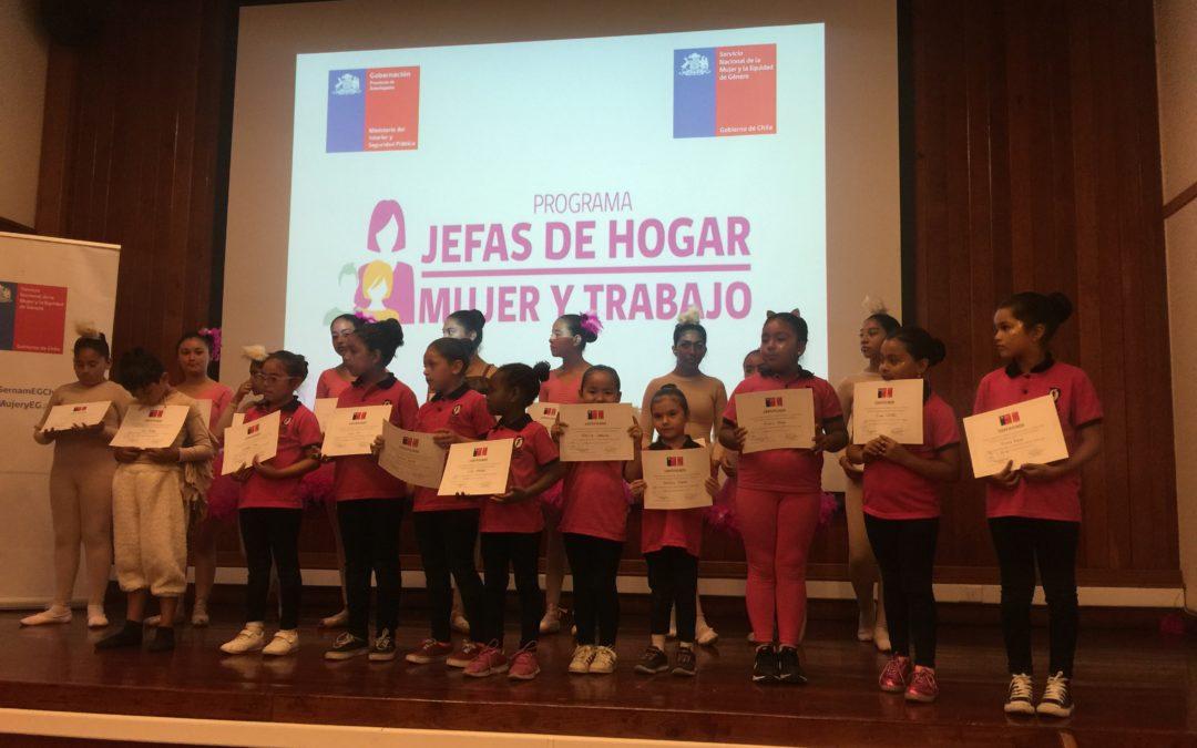 """Escuela de Ballet de Mejillones participó en cierre de programa """"Mujeres Jefas de Hogar"""" en Antofagasta"""